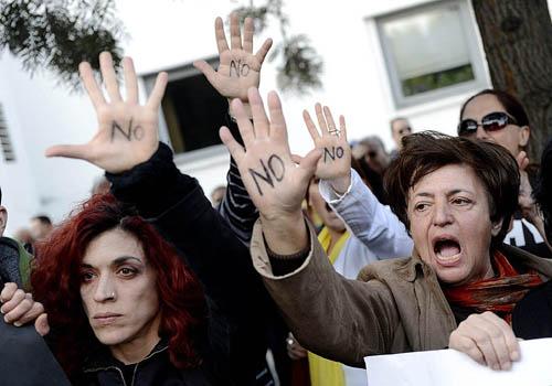 Cyprus parliament postpones vote on tax