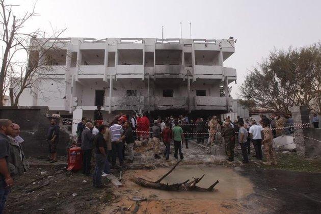 LM - ELAC attentat ambassade fr (2013 04 24) FR 1