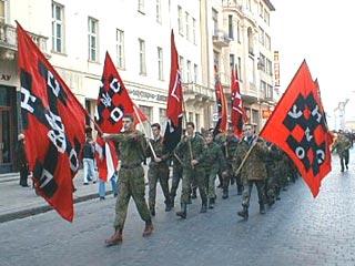 PCN-TV - BHL ment à Kiev (2014 02 10) FR 2